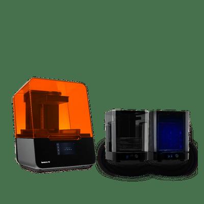 Formlabs Form 3 3D štampač i pomoćni uređaji za ispiranje delova i ultraljubičasta komora.