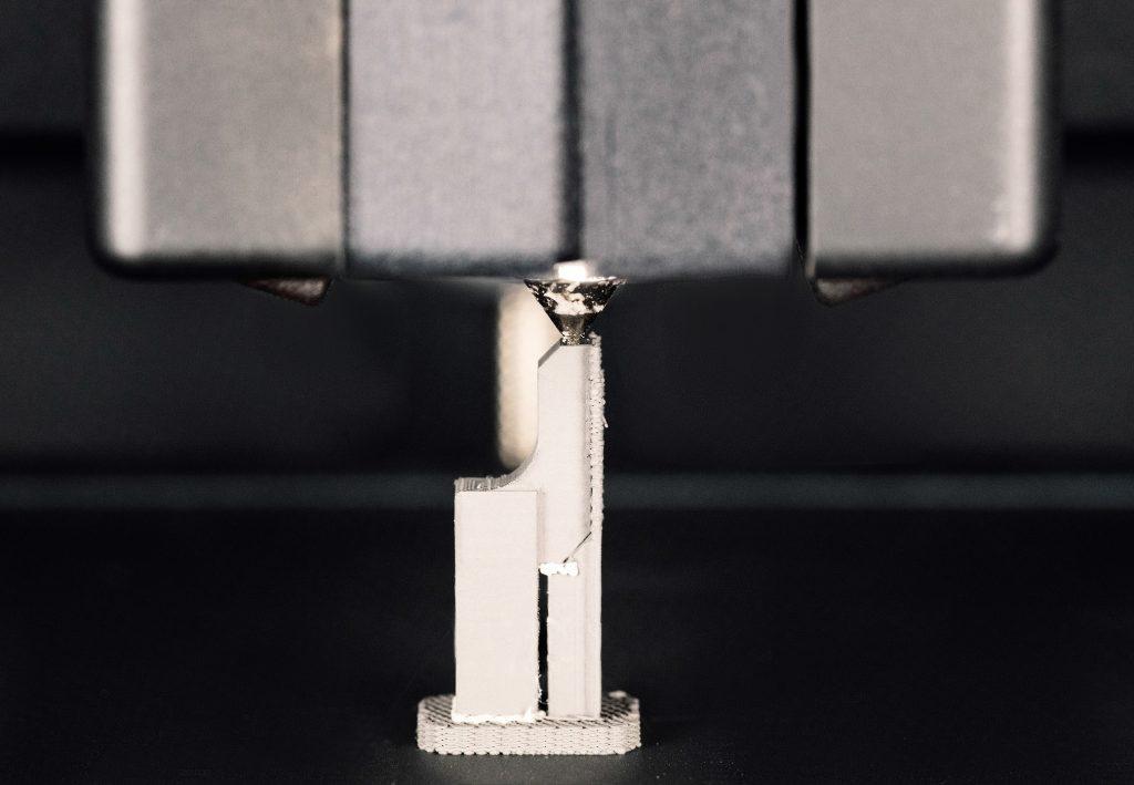 Model koji se izrađuje na metal 3D štampaču tehnologijom Bound metal depositioning.